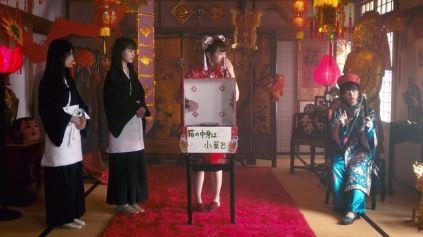 伊丹マナツ&ミオナ(中央・秋元真夏さん・右・堀未央奈さん